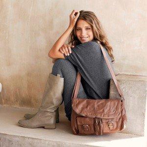 Comment porter un sac besace ? dans Sac à main 324209424-d9506fac-8a8c-4a64-b9c6-11b084ddf2e7_1200-300x300