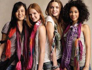 L'art de porter son foulard dans Accessoires de mode fashion-scarves