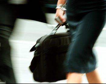 Quelle tenue pour une soirée ? dans Mode pour femme working-woman-with-bag